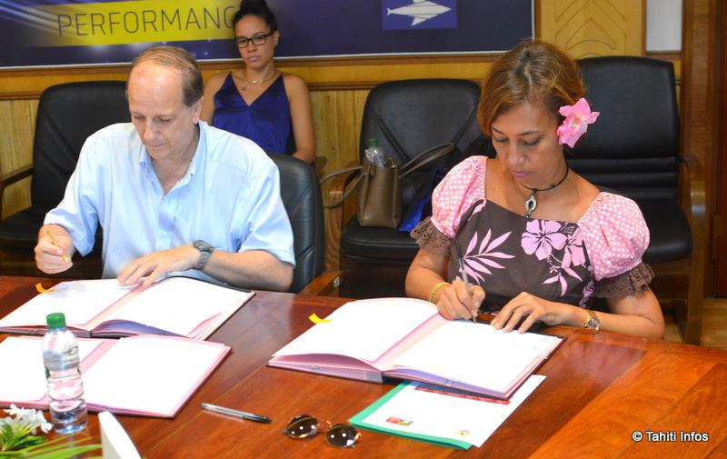 Nicole Sanquer, ministre de l'Education, a signé ce vendredi 10 mars une convention avec l'OPT. L'Office offrira une connexion 4 mégas à toutes les écoles de Polynésie.