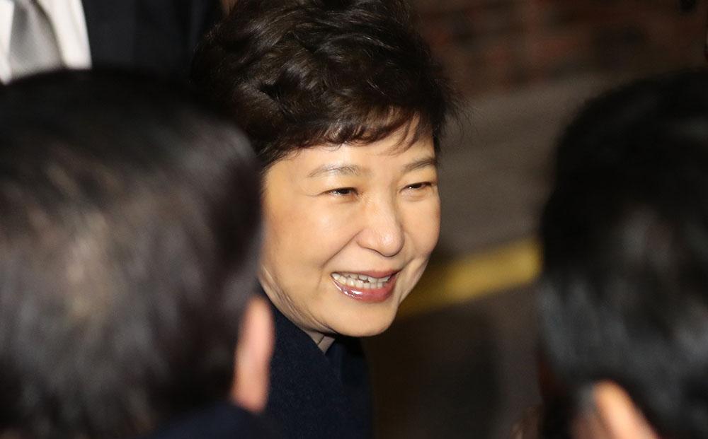 A Séoul, Mme Park abandonne le pouvoir et ses chiens de compagnie