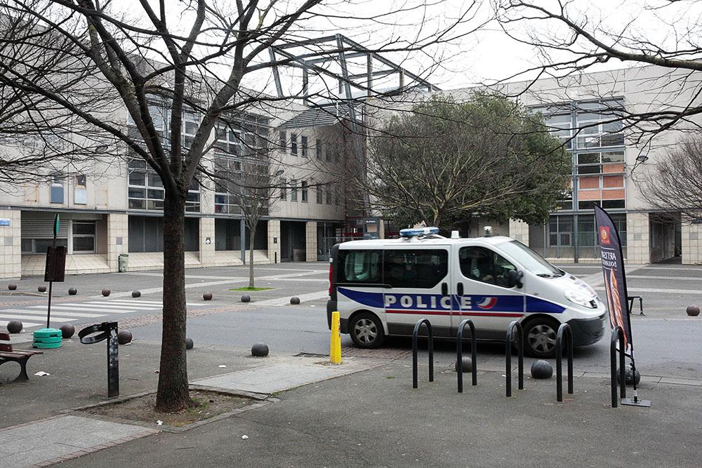 De Mélenchon à Macron, la police de proximité fait son retour dans le débat