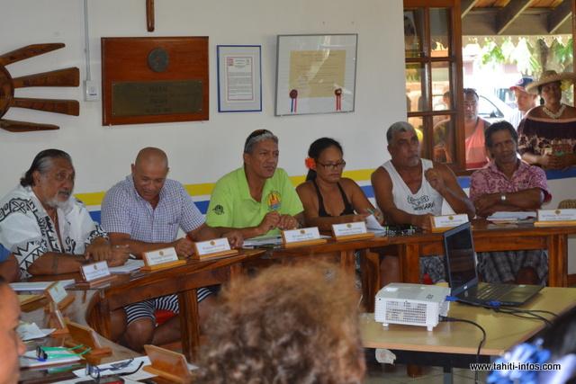 Gaston Tunoa mis à l'écart de la majorité.