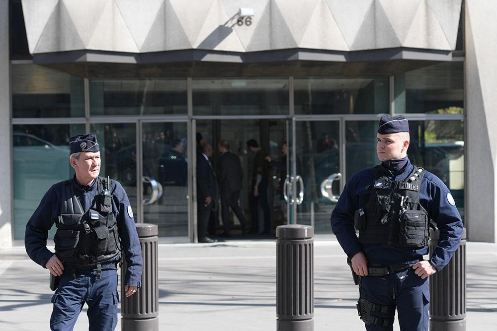 """""""Attentat"""" au colis piégé au siège parisien du FMI, un blessé léger"""