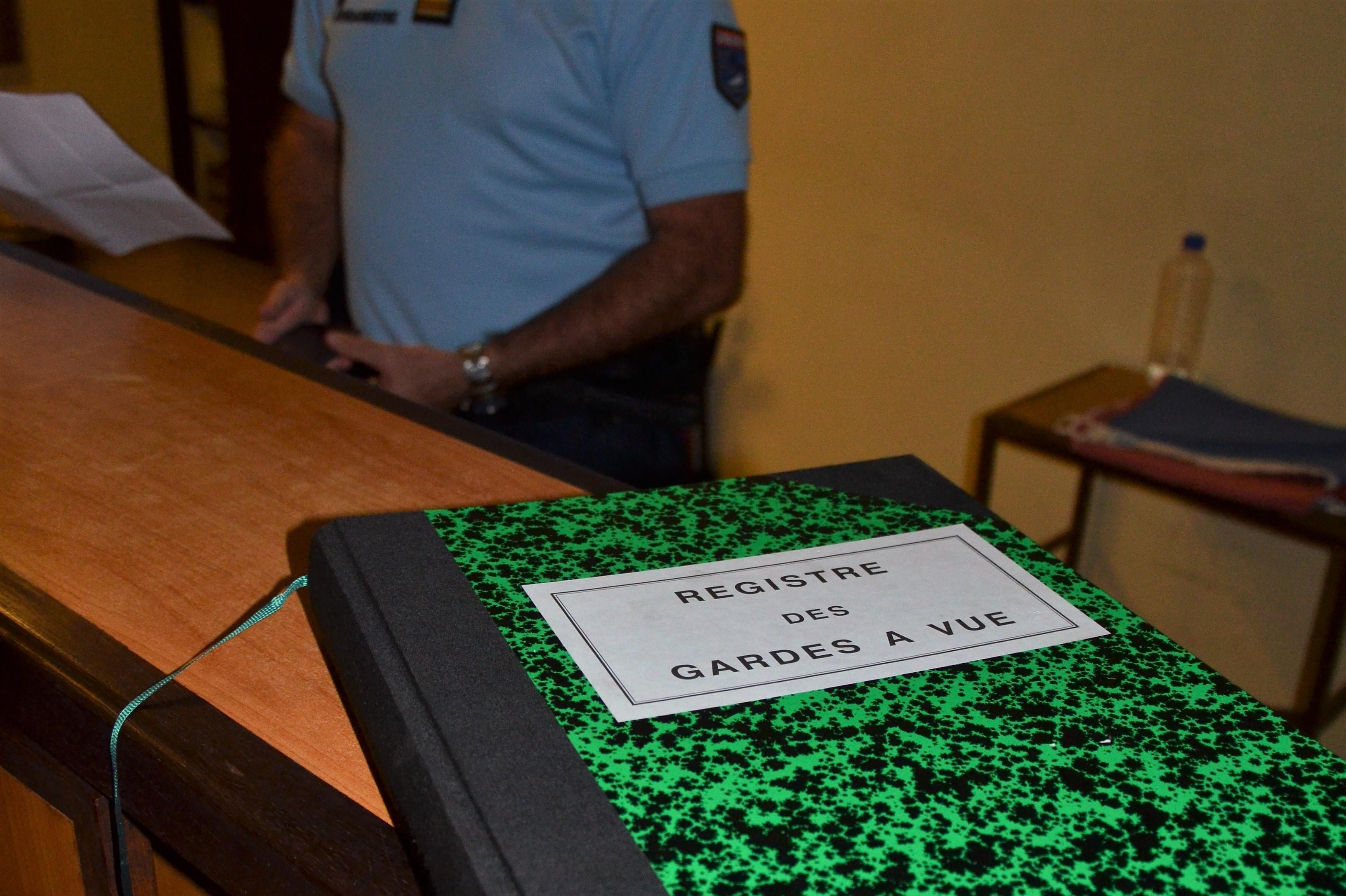 Ivre et sans raison apparente, il agresse des gendarmes à Huahine