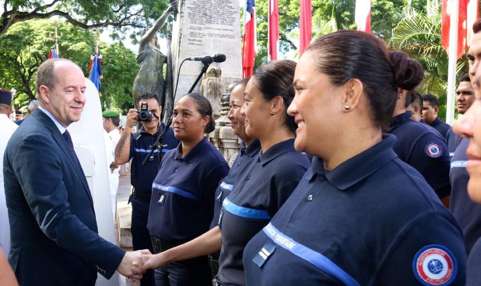 Jean-Jacques Urvoas a déposé une gerbe au monument aux morts