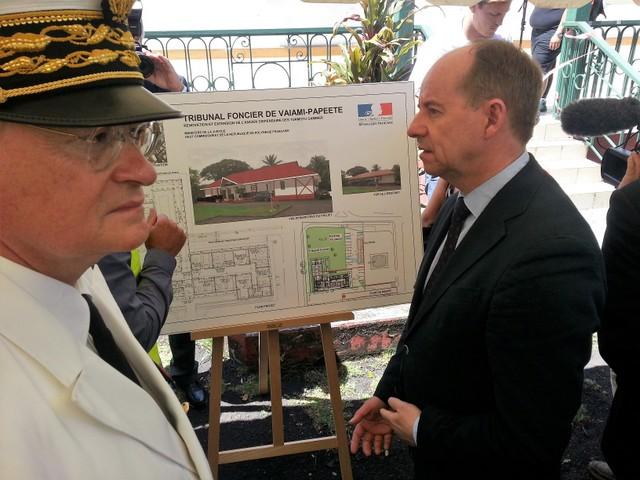 Le Garde des Sceaux Jean-Jacques Urvoas, ce matin sur le chantier du futur tribunal foncier.