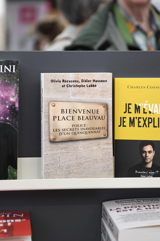 """Six élus LR saisissent la justice après la parution du livre """"Bienvenue place Beauvau"""""""