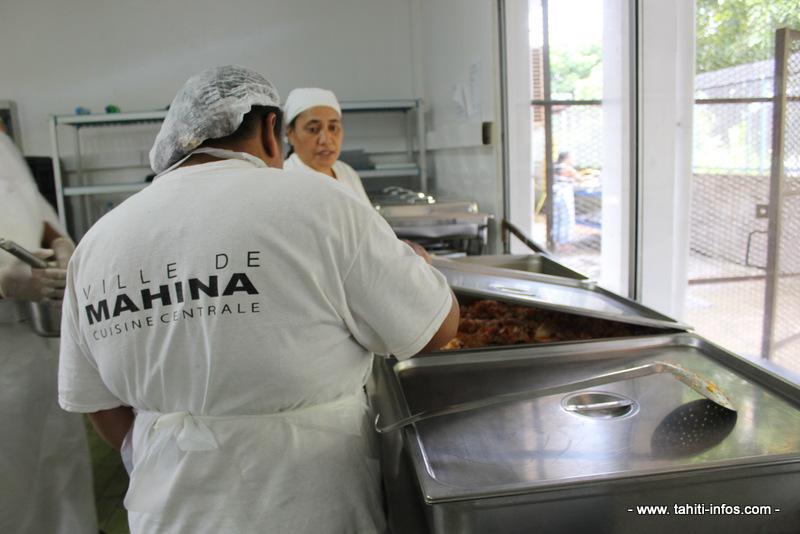 A l'intérieur de la cuisine centrale de Mahina.