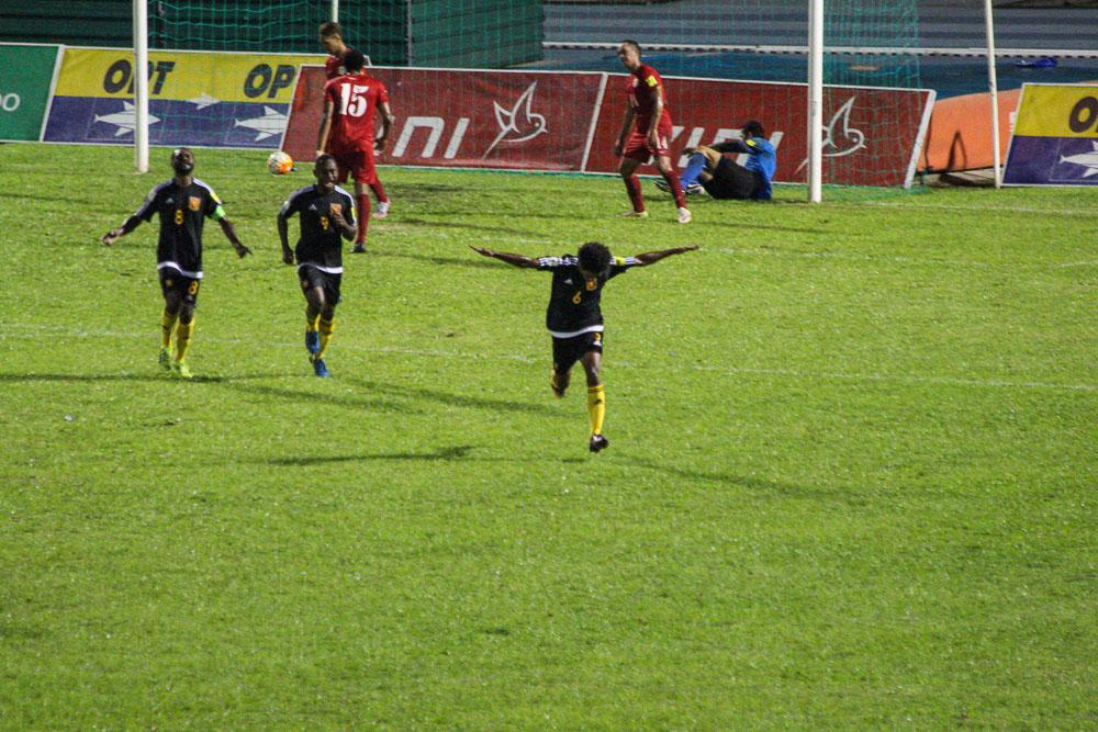 Football : Les Papous battent les Tahitiens au stade Pater