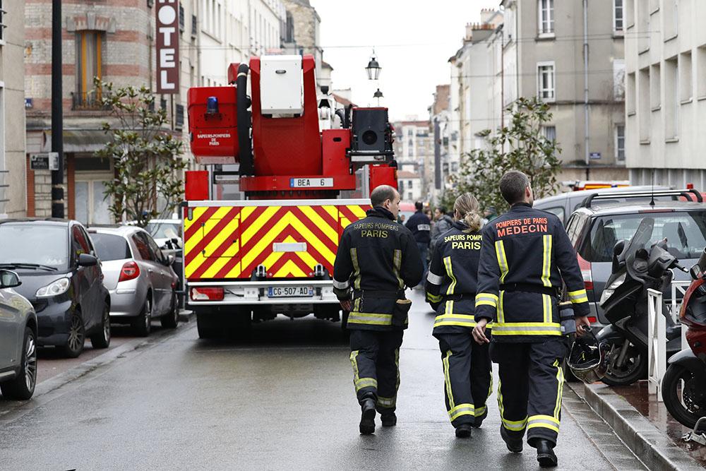 Les pompiers de Paris bientôt en rouge et équipés de robots