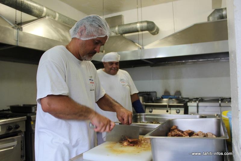 Liliane peu chef d 39 orchestre de la cuisine centrale de mahina for Cuisine centrale
