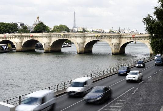 Piétonnisation des voies sur berges à Paris: le trafic a baissé, selon la mairie de Paris