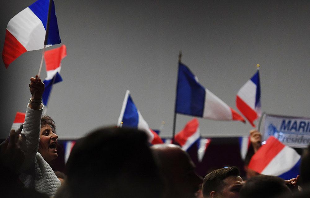 Macron et Le Pen en tête à égalité, Mélenchon se rapproche de Fillon