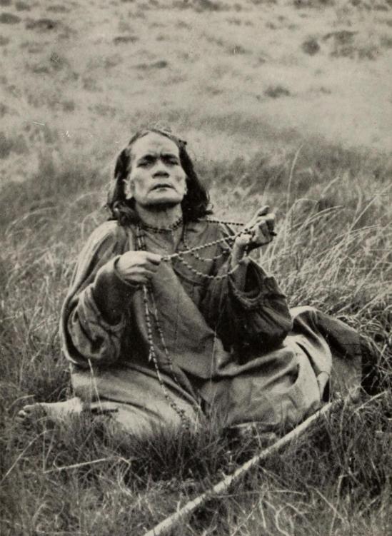 L'un des seuls portraits de Maria Angata au moment de la révolte, photo prise par l'expédition de Mrs. Routledge en 1914.