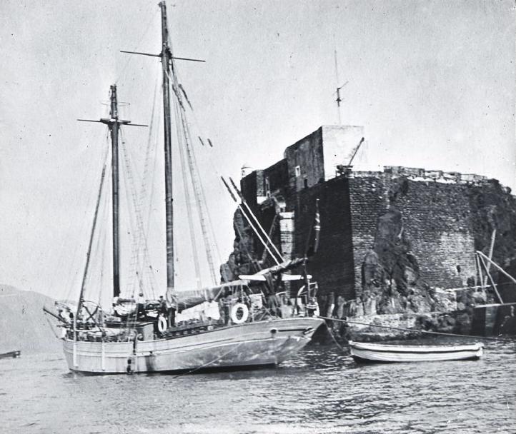 """Le """"Mana"""", bateau à bord duquel Mrs. Routledge arriva à l'île, quelques mois avant la révolte à laquelle elle assista, plutôt terrorisée (mais en refusant de fournir des armes à Edmunds)."""