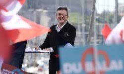 En pleine dynamique, Mélenchon prononce à Marseille une ode vibrante à la paix