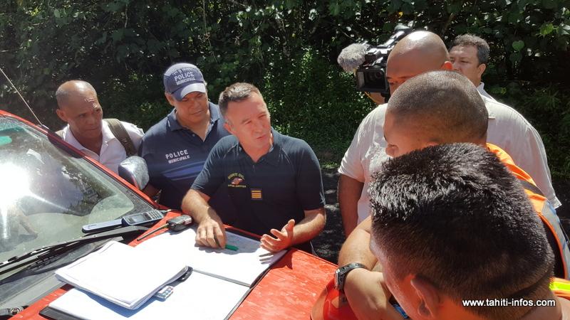 Le commandant Christophe Peltier de la Direction de la protection civile. Sur place 25 personnels sont engagés sur le dispositif de recherches, dont le groupe de recherches et d'intervention en milieu périlleux, les gendarmes, les pompiers de Hitia'a o te Ra.