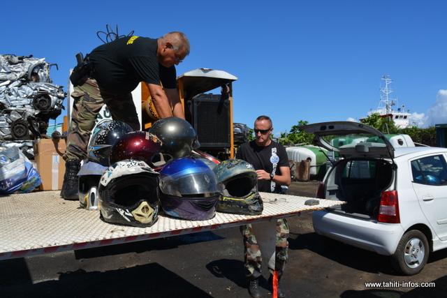 La destruction de ces vieux casques s'est faite ce lundi matin à Fenua Mā.
