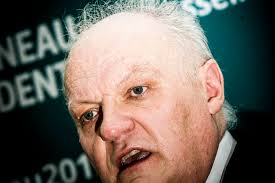 Asselineau veut rétablir dans la Constitution le crime de complot contre la sûreté de l'Etat