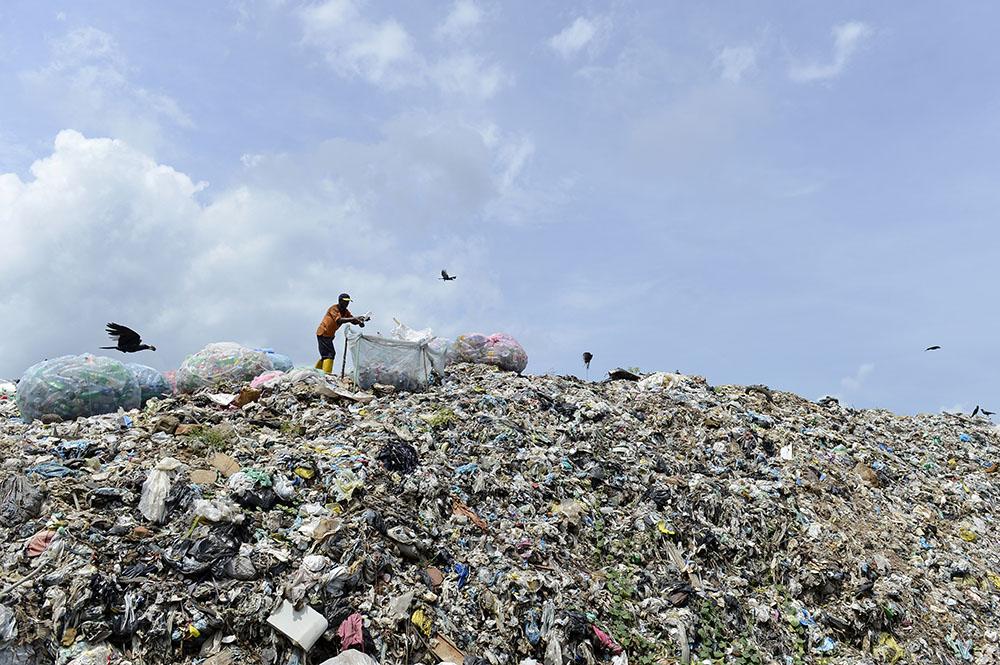 sri lanka une montagne d 39 ordures s 39 effondre sur un bidonville. Black Bedroom Furniture Sets. Home Design Ideas