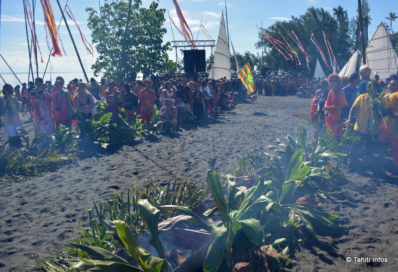 Un feu purificateur attendait les navigateur pour leur permettre de mettre le pied sur Tahiti