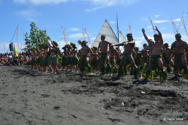 Un paepae improvisé a permi à la troupe O Tahiti E d'offrir son spectacle aux Hawaiiens et au public