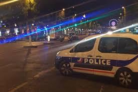 """Fusillade aux Champs-Elysées: un policier tué, deux autres blessés, l'assaillant """"abattu"""""""