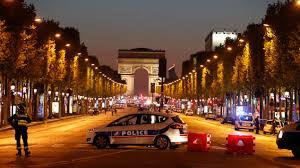 Attentat jihadiste à trois jours de la présidentielle, un policier tué sur les Champs-Elysées