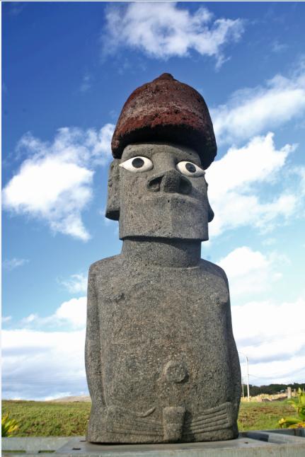 Le Moai de la Paix tel qu'il se présente aujourd'hui à l'île de Pâques.