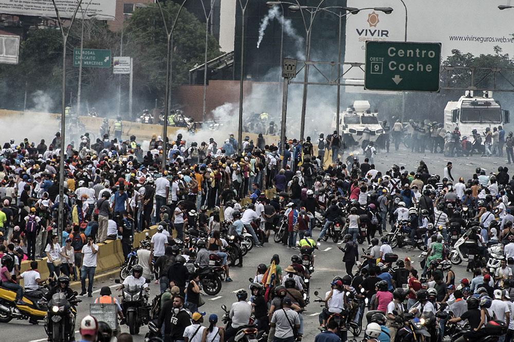 Venezuela: deux journalistes français libérés, de retour à Paris