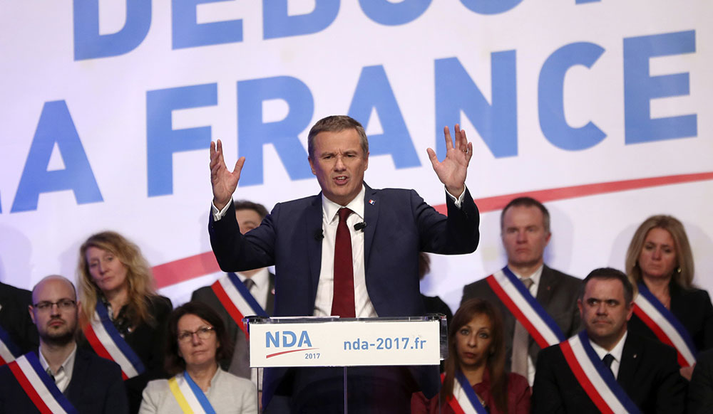 Dupont-Aignan assure que Dassault, patron du Figaro et soutien de Fillon, lui a demandé de se retirer