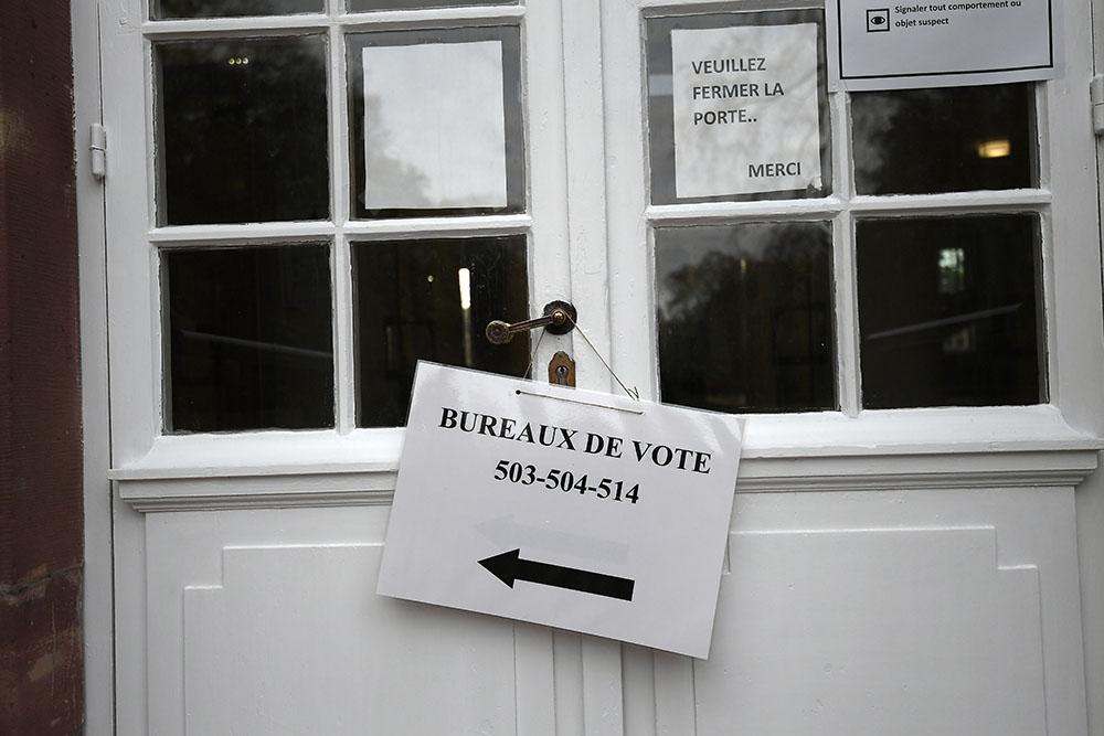 Présidentielle: les bureaux de vote ouverts en métropole pour un premier tour sous tension et incertain