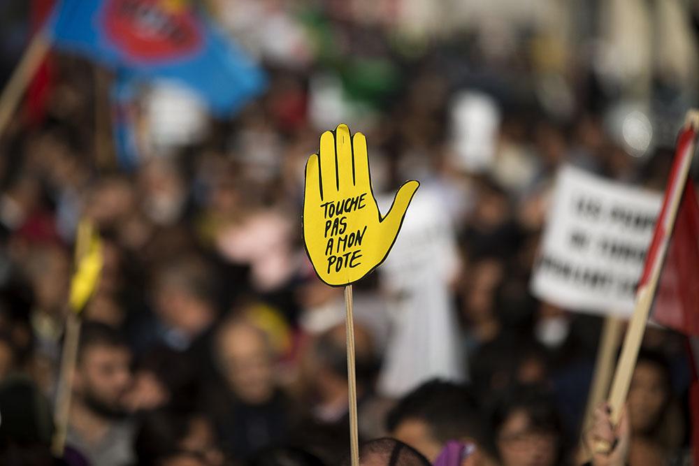 """Le FN au second tour: """"Jour de honte"""", SOS Racisme appelle à un rassemblement"""