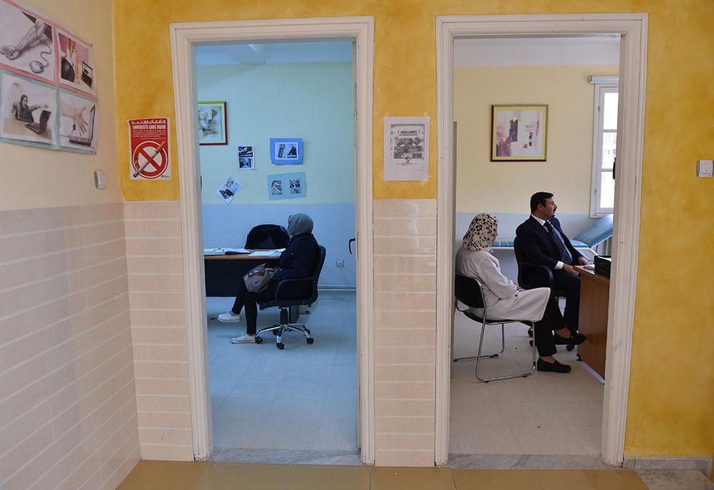 """En Algérie, un centre soigne les """"accros"""" d'internet"""