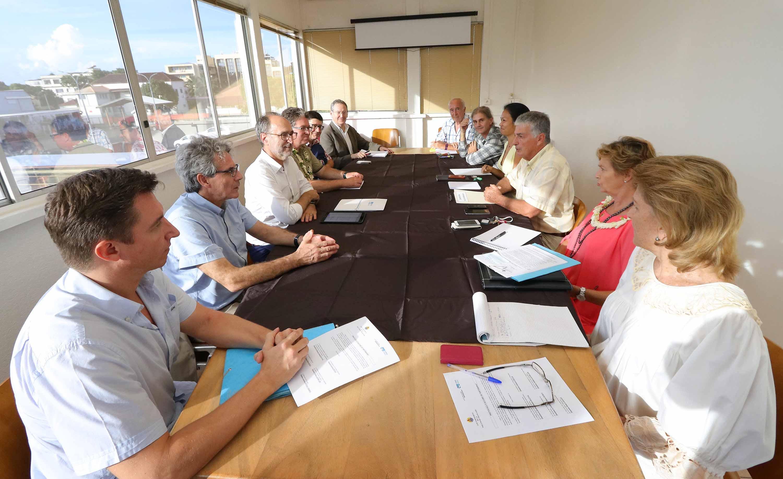 Jacques Raynal rencontre une délégation du Centre hospitalier universitaire de Bordeaux
