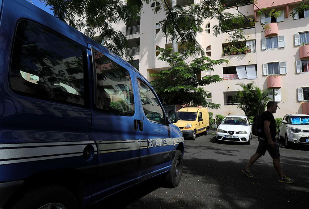 """La Réunion: 2 policiers blessés par un homme """"soupçonné de radicalisation"""""""