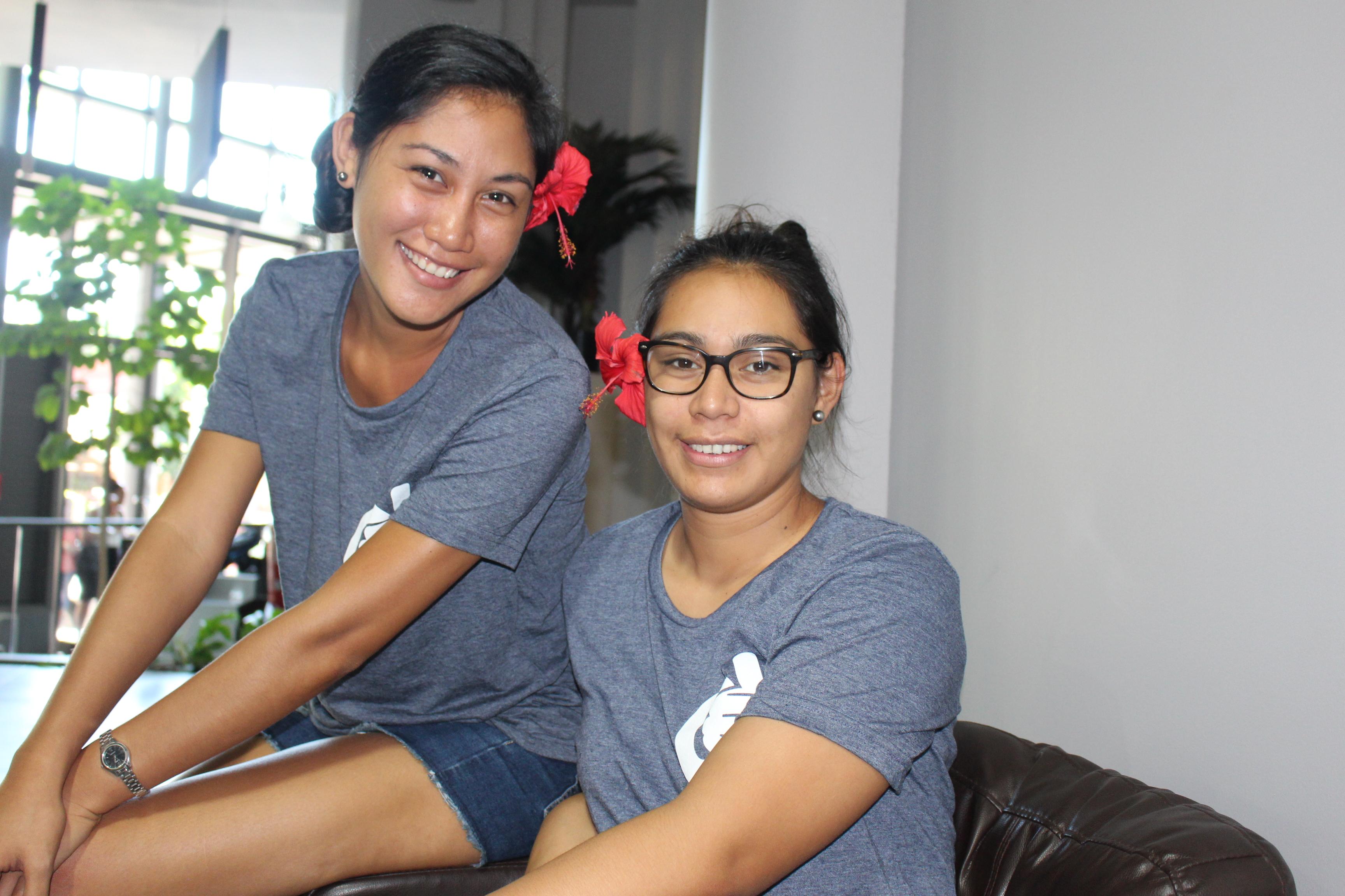 Reiva Ysac Make vient de Raiatea, elle a 20 ans et veut ouvrir une boutique spécialisée dans le paadle et le va'a et Farrah Lacour Taero, 23 ans espère ouvrir une boutique de tissus à Rurutu.
