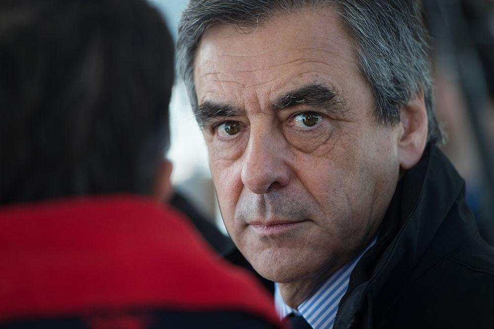 Emplois fictifs présumés: plainte de Fillon visant Le Canard enchaîné