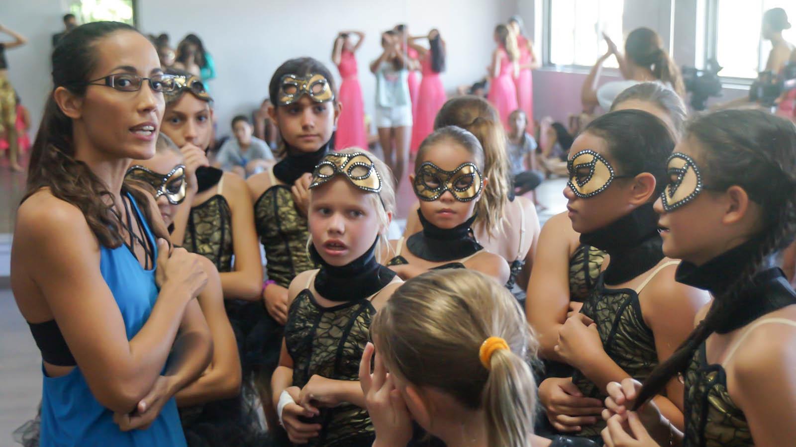 Vanessa Roche et 115 élèves de son école donneront deux représentations de leur spectacle ce week-end.