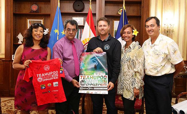 Le comité organisateur de la Teahupoo Tahiti Challenge reçu à la présidence