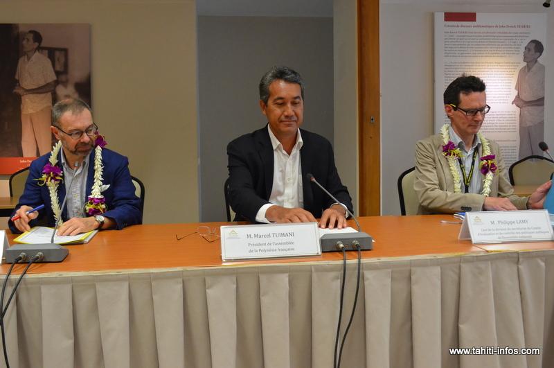 Rémi Shenberg, directeur des services législatifs, et Philippe Lamy, chef de la division du secrétariat du Comité d'évaluation et de contrôle des politiques publiques de l'Assemblée nationale, réalisent une mission d'observation de 9 jours à Tarahoi.