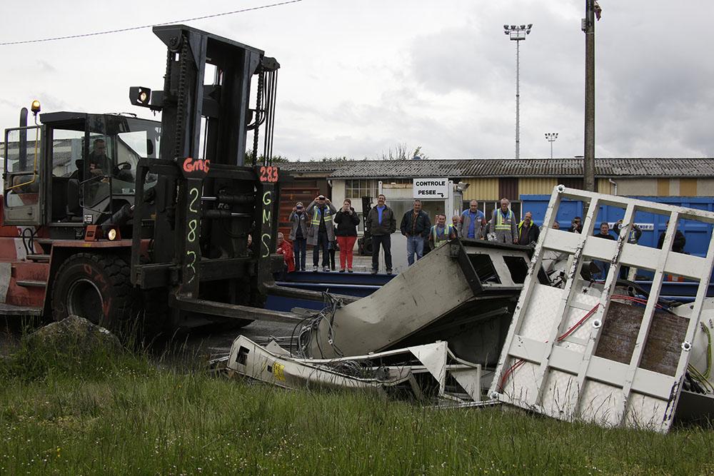 """Creuse: des salariés de GM&S, menacé de liquidation, détruisent du matériel et """"piègent"""" leur usine"""