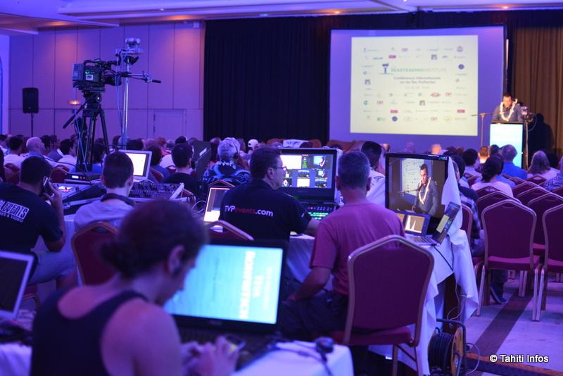 La conférence est diffusée en direct sur internet