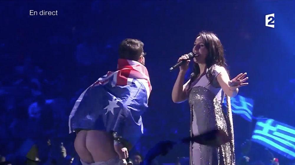 """Eurovision: l'homme ayant montré ses fesses ne """"regrette pas"""""""
