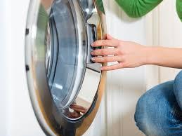 Enfermé à 3 ans dans une machine à laver: le père voulait faire une photo