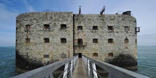 Le Fort Boyard, monument historique sauvé des eaux par la télévision