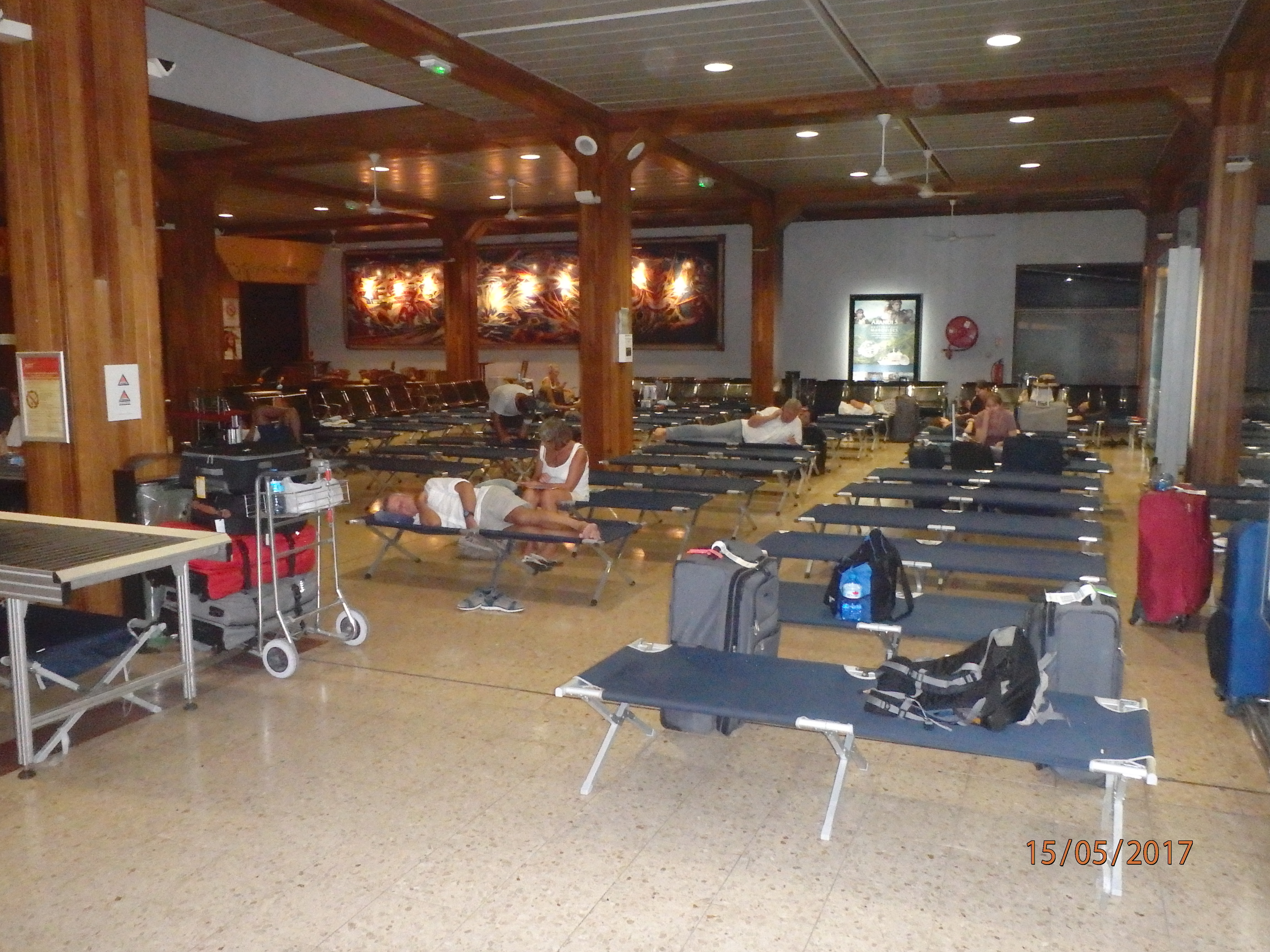 Grève à l'aéroport: des centaines de passagers bloqués à Tahiti