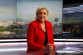 Législatives: candidate, Marine Le Pen tente de reprendre l'avantage