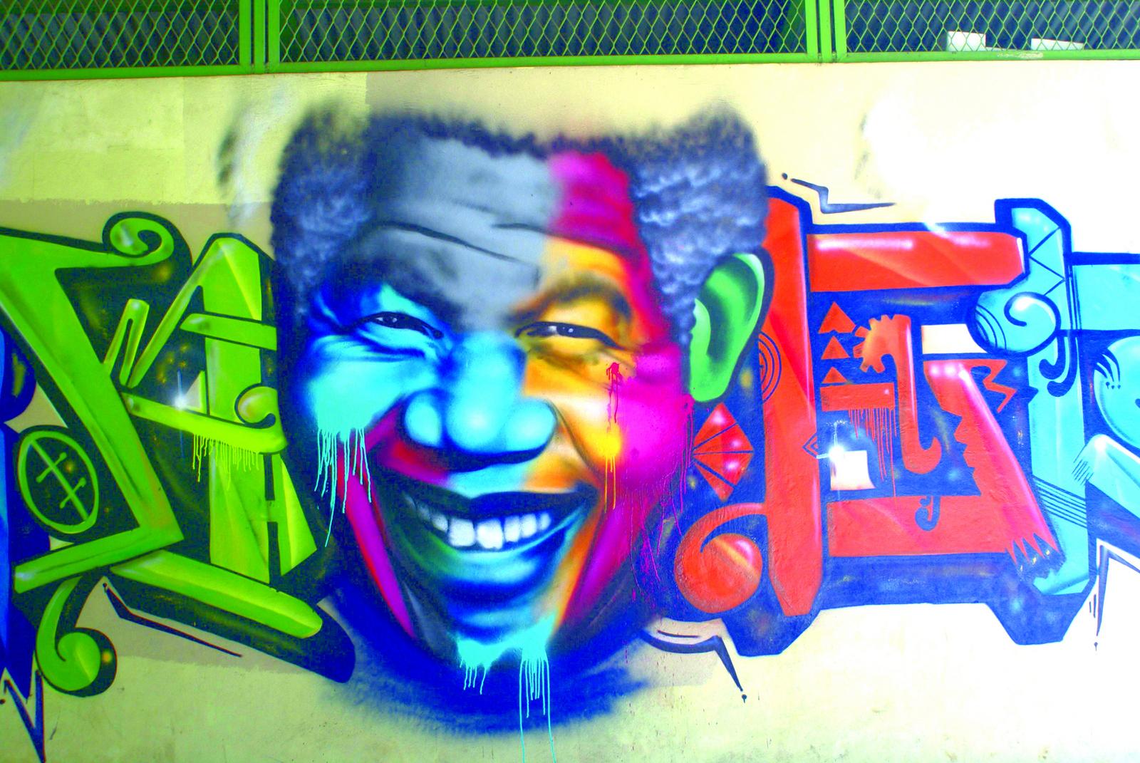 """Des tags anonymes déposés ça et là aux pièces """"sous contrat"""", un vrai panorama de l'art urbain en Polynésie est présenté. (Enos)"""