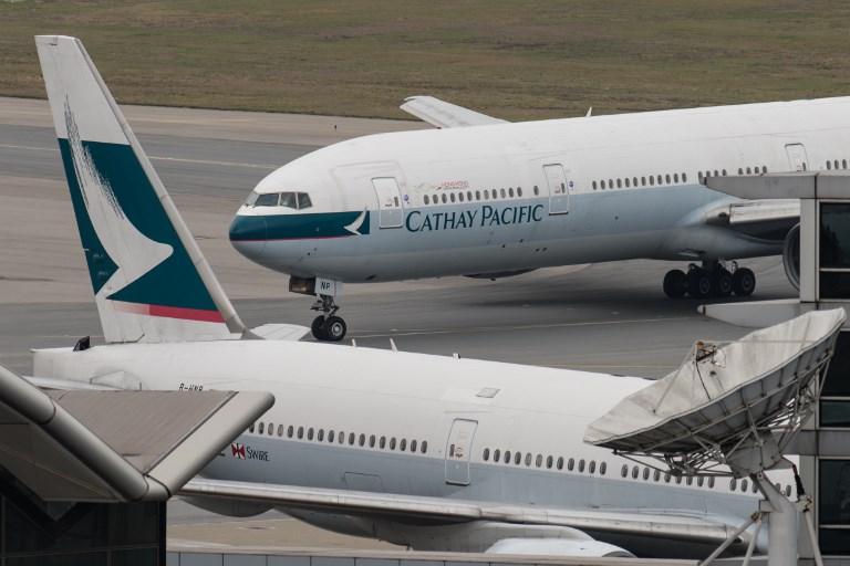 Hong Kong: sortie de piste pour un avion après de fortes pluies