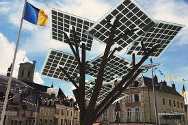 """Le premier """"eTree"""" d'Europe, arbre aux feuilles photovoltaïques, planté à Nevers"""