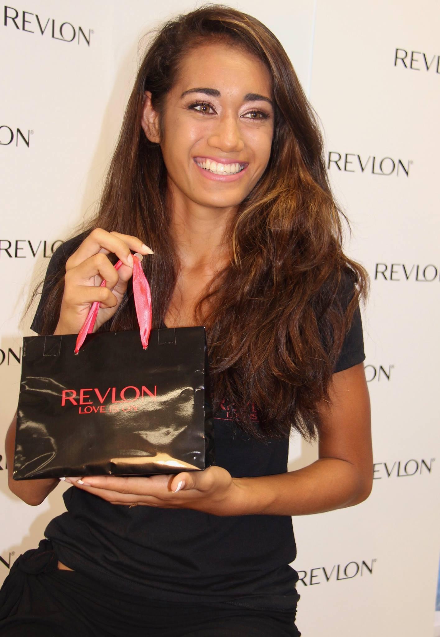 Pour le maquillage, l'équipe Revlon est venue assister le comité afin de parfaire les mises en beauté des candidates.